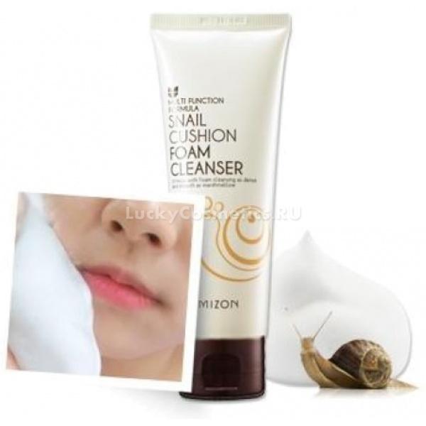 Mizon Snail Cushion Foam CleanserПенка от Mizon с улиточным экстрактом Snail Cushion Foam Cleanser нужна для глубокой очистки и насыщения кожи лица. Она быстро растворяет лишний кожный жир и очищает поры, оберегая кожу таким образом от вредных бактерий.<br><br>Экстракт слизи улиток способствует заживлению ранок, царапин и ссадин, ускоряет рассасывание уплотнений и снимает покраснения. Пенка оберегает кожу лица от рубцов, оставленных воспалениями, а также выводит пигментные пятна, ускоряя размножение клеток и рост ткани.<br><br>&amp;nbsp;<br><br>Объём: 120 мл<br><br>&amp;nbsp;<br><br>Способ применения:<br><br>Умойте лицо теплой водой и приступайте к использованию средства. Предварительно вымыв руки и встряхнув баночку, выдавите немного пенки и распределите по лицу. Затем растирайте пенку по коже нежными движениями, уделяя особое внимание местам с повреждениями эпидермиса. Далее аккуратно смойте пенку тёплой водой, и мягко промокните лицо полотенцем.<br><br>При необходимости используйте средство утром и перед сном перед любой другой косметикой, подготавливая кожу к макияжу или ко сну.<br>