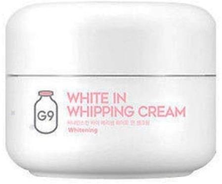 Berrisom G White In Whipping CreamГладкая, мягкая, упругая кожа с сияющим ровным оттенком &amp;ndash; идеал, который поможет достичь G9 White In Whipping. Его регулярное использование позволяет избавиться или заметно снизить проявления возрастных пигментных пятен, веснушек и следов от угревой сыпи. Кроме этого крем оказывает омолаживающее и укрепляющее воздействие.<br><br>Эффективность средства основана на необыкновенных по своей пользе компонентах:<br><br><br>молочных протеинах;<br>витамин B3;<br>аденозине.<br><br><br>Экстракт молочных протеинов восстанавливает коже комфортный уровень увлажненности, способствует удалению отмерших чешуек эпидермиса и стимулирует образование новых клеток. Компонент также обладает успокаивающим и защитным действием и нормализует уровень пигментации.<br><br>Витамин B3 осветляет и выравнивает тон кожи, препятствует окислительным процессам в тканях.<br><br>Аденозин запускает обновление элементов соединительной ткани, повышая эластичность и подтянутость кожных покровов.<br><br>&amp;nbsp;<br><br>Объём: 50 гр<br><br>&amp;nbsp;<br><br>Способ применения:<br><br>Нанести на подготовленную кожу лица, стараясь не попасть на участки в области губ и глаз.<br>