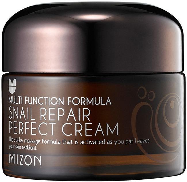 Mizon Snail Repair Perfect CreamИдеальный восстанавливающий улиточный крем &amp;ndash; это средство улиточной серии Mizon, созданное специально для того, чтобы обеспечить оптимально сбалансированный уход, питание и увлажнение благодаря действию активных ингредиентов запатентованной формулы.<br><br>Идеальный состав формулы нового крема улиточной серии разрабатывали ведущими косметологи компании Mizon. Слаженная работа всех активных компонентов в совокупности обеспечивает лечебное воздействие крема на кожу, сохраняя ее молодость и сияние.<br><br>Шесть функций [Mizon] Snail Repair Perfect Cream<br><br><br>Антисептическое и себорегулирующее действие крема на проблемной коже обеспечено экстрактами шлемника байкальскоо и ямса японского, а также 60%-м содержанием улиточного муцина.<br>Осветление тона кожи обеспечивает экстракт белой ивы в составе крема.<br>Успокаивает раздражения и воспаления на коже портулак лекарственный.<br>Повышение эластичности кожи за счет действия лактобактерий и ферментированного экстракта соевый бобов.<br>Увлажняющий эффект обеспечивают гиалуроновая кислота, экстракт орегано и кипариса.<br>Омолаживающий эффект крема основан на действии растительных ингредиентов, в особенности &amp;ndash; коры белой ивы.<br><br><br>При всей многофункциональности крема он не утяжеляет кожу и не вредит ее здоровья, являясь экологически чистым продуктом, свободным от 13 опасных для кожи компонентов. Отсутствие парабенов, синтетических красителей и антиоксидантов, триклозана и сульфатных ПАВ, хлорида бензалкония, талька, сорбиновой и тетракарбоксильной кислот, бензил алкоголя, бензофенона и феноксиэтанола делает это средство безопасным для применения на чувствительной кожи.<br><br>Глубокое восстановление тканей и омолаживающий эффект средства не останется незамеченными на вашей коже. Улиточный крем сделает вашу кожу неотразимой и сохранит ее красоту надолго.<br><br>&amp;nbsp;<br><br>Объём: 50 мл<br><br>&amp;nbsp;<br><br>Способ применения:<br><br>Рекомендуется к нанесен