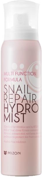 Mizon Snail repair hydro mistДля того чтобы поддерживать увлажнение и тонус кожи лица, используйте спрей Mizon Snail Repair Hydro Mist.<br><br>Серия косметических средств от Mizon с использованием секрета улитки знаменита своим омолаживающим и регенерирующим действием. Это средство &amp;ndash; завершающее звено цепочки Snail Repair, поэтому на него возлагается большая ответственность. Специалисты Mizon постарались создать его одновременно совершенным как в регулярном увлажнении кожи в течение дня, так и в роли финиша после нанесения на лицо косметики.<br><br>В отличие от других увлажняющих спреев, Mizon Snail Repair Hydro Mist на 90 % состоит из экстракта улиточного секрета, что в разы усиливает его способность передавать влагу лицу, одновременно заживляя кожу и насыщая ее полезными веществами.<br><br>Распылитель особенной конструкции с увеличенным углом распыления позволяет равномерно распределить содержимое баллончика по лицу, не совершая никаких лишних движений. К тому же фракция капелек настолько мала, что создается впечатление, будто вас окутывает мягкий туман &amp;ndash; благодаря такому распылению во много раз усиливается восприятие кожей полезных веществ. Таким образом, время использования спрея сокращается, и вы можете несколько раз в день пользоваться им так, что никто и не заметит &amp;ndash; даже если вы все время на людях.<br><br>Богатый состав Mizon Snail Repair Hydro Mist представляет собой оригинальную формулу, обеспечивающую всестороннюю защиту и питание кожи:<br><br><br>Улиточный секрет &amp;ndash; основа спрея, растворитель и удобная для клеток вашей кожи транспортная система питательных веществ, таки как гликолевая кислота и естественные антибиотики, коллаген и эластин, витамины и аминокислоты.<br>Растительный сквалан, получаемый из оливы &amp;ndash; смягчающее и питательное вещество.<br>Ацетат токоферола &amp;ndash; активный витамин Е, стимулирующий обновление и размножение клеток.<br>Аденозин &amp;ndash; ингредиент многих противовозрастных сред