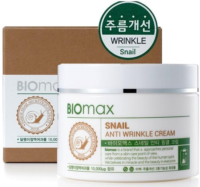 Biomax Snail Anti Wrinkle CreamСтрессы, активный образ жизни и факторы окружающей среды негативно сказываются на красоте нашей кожи. Замедлить ход старения и вернуть коже привлекательность, поможет инновационный крем с экстрактом слизи улитки от корейских специалистов Biomax.<br><br>Уникальная глубокопитающая формула мгновенно проникает в структуру эпидермиса и запускает процессы омоложения клеток изнутри. Легкая почти невесомая текстура крема позволяет ощутить комфорт и свежесть в течение всего дня. Активные компоненты средства глубоко насыщают и питают клетки, активируют выработку природного коллагена и эластина. Благодаря содержанию аллантоина в слизи улиток кожа мгновенно преображается, становится более упругой и эластичной, выравнивается рельефность и исчезают несовершенства. Средство идеально подходит для подготовки кожи к утреннему макияжу, как основа или перед вечерним отдыхом, как ночное средство. Кроме того уникальная технология позволила крему усиливать действие других ухаживающих средств. Крем создает на поверхности кожи тонкий защитный барьер, который предотвращает пагубное влияние ультрафиолета, сухого воздуха.<br><br>&amp;nbsp;<br><br>Объём: 100 мл.<br><br>&amp;nbsp;<br><br>Способ применения:<br><br>Нанесите средство на предварительно очищенную и тонизированную кожу, уделите внимание зоне уголков глаз и вокруг губ, дайте впитаться.<br>