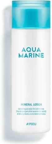 Минеральный лосьон с морской водой APieu Aqua Marine Mineral LotionИнтенсивно увлажняющая линия Aqua Marine от APieu поможет восстановить сухую и тусклую кожу. Легкая молочная текстура продукта мгновенно проникает в кожу и дарит чувство мягкости и комфорта после умывания. Mineral Lotion содержит около 30% минералов и водорослей, насыщает клетки влагой и помогает удерживать ее. Благодаря активным питательным компонентам, продукт усиливает клеточное дыхание, размягчает ороговевший слой и восстанавливает структуру кожи. Создает на поверхности кожи защитный барьер, препятствующий образованию свободных радикалов, минимизирующий негативное влияние факторов окружающей среды и ультрафиолета. Кожа становится более эластичной, сияющей и бархатистой.<br>Экстракт морских водорослей обладает anti – age эффектом, блокирует выработку меланина и укрепляет коллагеновые связи. В результате исчезают морщинки, дряблость и сухость кожи.<br>Морская вода интенсивно питает клетки микроэлементами и витаминами, усиливает микроциркуляцию крови и дарит коже гладкость и упругость.Объём: 180 мл.Способ применения:На предварительно очищенную и тонизированную кожу нанесите необходимое количество средства и распределите по коже.<br>