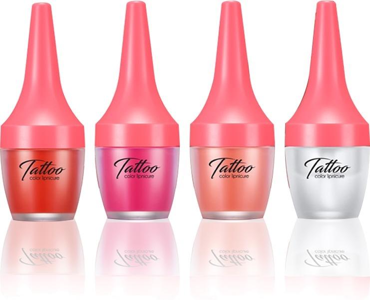 Secret Key Tattoo Color LipnicureТинт с эффектом маникюра от Secret Key  — совершенно новое средство для макияжа губ, которое объединило в себе необычайно яркие и насыщенные цвета, превосходную стойкость и удобный способ нанесения.<br>Привлекательные оттенки и игристый блеск Tattoo Lipnicure сделают губы невероятно привлекательными и превратят любой образ в по-настоящему роскошный.<br>Эффект тату обеспечивает стойкость в течение всего дня, даже после приема пищи  и употребления напитков. Тинт-маникюр также прекрасно прошел проверку на самые сладкие и долгие поцелуи. Обеспечивается это за счет того, что средство обладает уникальной формулой, за счет чего он глубоко проникает в кожу и окрашивает ее. В составе имеются только натуральные ингредиенты, поэтому такое окрашивание безопасно.<br>В составе достаточно велик процент масла шиповника, выполняющего функции питания и смягчения. Оно нежно разглаживает кожу губ и борется с раздражениями, сухостью.Объём: 20 гр.Способ применения:Необходимо нанести средство на сухие губы аппликатором. Далее нужно растушевать тинт, чтобы получился равномерный тон.<br>