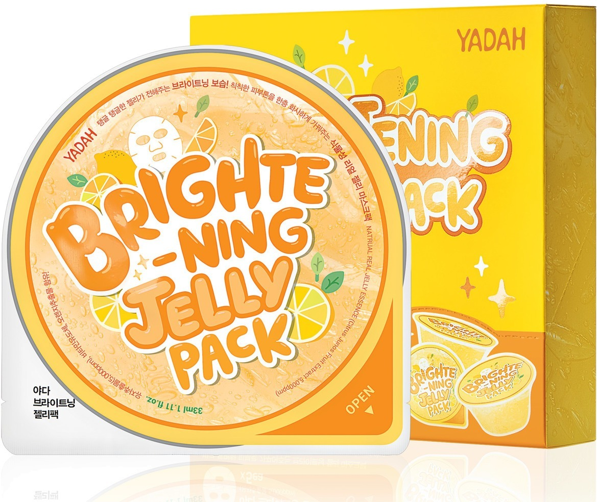 Yadah Brightening Jelly PackТусклая, уставшая и безжизненная кожа нуждается в экспресс – восстановлении с помощью легкой маски Brightening Jelly Pack от Yadah. Натуральная хлопковая основа, пропитанная высококонцентрированной эссенцией, мгновенно проникает в глубокие слои дермы, активирует процессы восстановления и синтеза коллагена. Помогает контролировать работу сальных желез, усиливает клеточное питание и дарит коже свежий и отдохнувший вид. Средство сужает расширенные поры, уменьшает выработку кожного сала и поддерживает матовость кожи в течение дня.<br>В основе действующего компонента лежит экстракт сочного лимона, который оказывает антиоксидантное, отбеливающее и ранозаживляющее действие. Превосходно тонизирует уставшую кожу, блокирует размножение бактерий и глубоко очищает поры от скопившихся загрязнений. Укрепляет тонкие стенки сосудов, усиливает защитные функции клеток и дарит коже сияющий вид.Объём: 33 мл.Способ применения:На предварительно очищенную и тонизированную кожу нанесите маску и оставьте на 15 – 20 минут, после чего аккуратно удалите, а остатки питательной эссенции вотрите в кожу.<br>