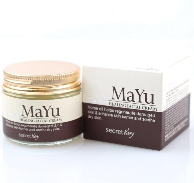 Secret Key Mayu Healing Facial CreamЛечебное средство, поистине творящее чудеса, это Mayu Healing Facial Cream, разработка корейской компании Secret Key. И как всегда, выраженное положительное воздействие это натуральное средство оказывает благодаря своему продуманному детально составу.<br><br>Так, специальным образом обработанный лошадиный жир &amp;ndash; это основной компонент формулы крема. Он позволяет регулировать баланс жирности, а еще может стать настоящим спасением при ожогах и небольших травмах, требующих заживления. Лошадиный жир воспринимается кожей как родственное вещество. Кроме того, он не вызывает аллергии.<br><br>Вытяжка из граната &amp;ndash; это отличный антиоксидант, который к тому же еще и увлажняет, и отбеливает, и обогащает дермальные клетки витаминами из собственного состава. Экстракт женьшеня &amp;ndash; омолаживающий компонент. Он ставит на контроль процессы регенерации и обмена в тканях.<br><br>Керамиды и гиалуроновая кислота работают в мощном увлажняющим и вместе с тем омолаживающем тандеме. А ниацинамид и аденозин &amp;ndash; восстанавливают коллаген в тканях и способствуют осветлению, выравниванию тона лица.<br><br>Уникальный лечебный крем обогащен также вытяжками из цветков пиона, гинкго и морских водорослей. Эта природная формула &amp;ndash; залог не только красоты, но и молодости, и здоровья.<br><br>&amp;nbsp;<br><br>Объём: 50 мл<br><br>&amp;nbsp;<br><br>Способ применения:<br><br>Крем использовать как дневное и вечернее средство для ежедневного ухода. Наносить его следует после мероприятий по очищению и тонизированию кожи.<br>