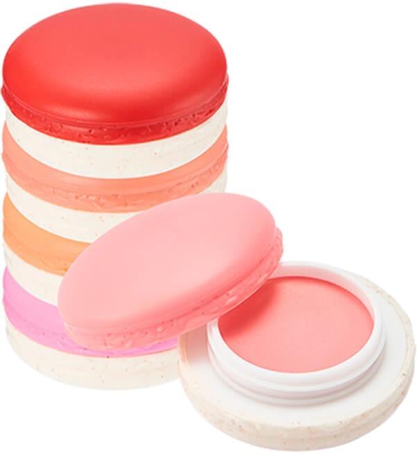 Its Skin Macaron Cream Filling CheekПорадуйте свою кожу изысканным десертом от корейского бренда It&amp;#39;s Skin. Вкусные румяна в изысканной коробочке в виде французского печенья макаронс. Мягкая кремовая текстура равномерно ложится на кожу и подчеркивает природную красоту и изящество скул. Средство не скатывается, не теряет цвет и не оставляет следов на одежде. Кроме того, продукт ухаживает за кожей в течение дня, не засоряет поры и увлажняет клетки. Плотная текстура позволит скрыть недостатки, а сияющие пигменты, рассеивая лучи света, сделают кожу более молодой и гладкой.<br><br>Вишневый экстракт интенсивно питает, увлажняет и смягчает сухую кожу, обеспечивает легкое сияние и матовость в течение дня.<br><br>Экстракт молочных протеинов дарит коже свежесть, гладкость и визуально выравнивает несовершенства. Сужает расширенные поры и успокаивает.<br><br>&amp;nbsp;<br><br>Объём: 9 гр.<br><br>&amp;nbsp;<br><br>Способ применения:<br><br>Нанесите средство на кожу скул и растушуйте подушечками пальцев или спонжем.<br>