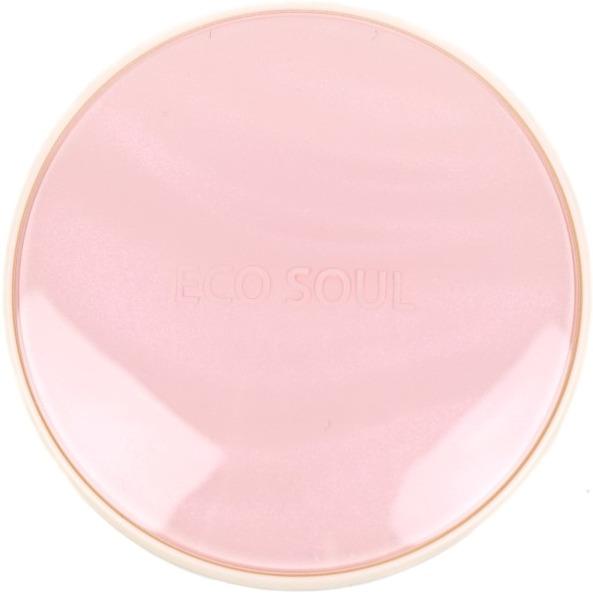 Тональная основа кушон The Saem Eco Soul Essence Cushion All Cover SPF50+ PA++++Кушон &amp;ndash; один из самых популярных видов тональных средств. Запущен этот тренд был в Корее, но оценили его женщины и девушки во всем мире. Кушон выгодно отличается от пудр и жидких тональных средств &amp;ndash; он не рассыпается и не течет, его форма компакта и удобна для применения практически в любой ситуации.<br><br>Корейские средства декоративной косметики известны своей многофункциональностью. Они дарят не только красоту, но и здоровье коже. Кушон от компании The Saem имеет высокий уровень защиты от ультрафиолета - SPF50+ PA++++. На протяжении всего дня кожа будет защищена от вредного воздействия всех типов солнечных лучей.<br><br>В состав кушона линейки Eco Soul входят полезные компоненты, которые бережно ухаживают за кожей все время, пока нанесен макияж &amp;ndash; минеральная вода, экстракты дамасской розы и алоэ, ниацинамид. Они напитывают кожу влагой, стимулируют природные процессы восстановления и обмена.<br><br>Палитра Essence Cushion All Cover представлена такими оттенками:<br><br><br>21 светлый беж;<br>23 натуральный беж.<br><br><br>Также можно приобрести сменный внутренний блок:<br><br><br>светлый беж сменный блок;<br>натуральный беж сменный блок.<br><br><br>&amp;nbsp;<br><br>Объём: 13 гр.<br><br>&amp;nbsp;<br><br>Способ применения:<br><br>Наносить средство следует на чистую кожу лица. При помощи специального спонжа распределите тональное средство равномерным тонким слоем для создания идеального тона.<br>
