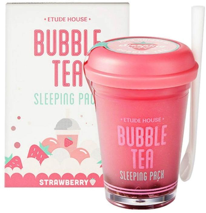 Etude House Bubble Tea Sleeping Pack StrawberryМаска для лица с экстрактом клубники разработана для ухода за кожей в ночное время суток. Ее главная задача – глубокое увлажнение. Ягодное средство особенно хорошо влияет на сухую, обезвоженную кожу.<br>Экстракт клубники содержит массу витаминов, органических кислот и минералов. Вытяжка в составе маски стимулирует выработку кожей собственного коллагена, а также обладает выраженными антибактериальным и противовоспалительным свойствами. Гиалуронка в составе косметического средства – ультраувлажнитель кожи на клеточном уровне. Кислота наполняет ткани влагой и препятствует ее испарению, отбеливает кожу. Экстракты лимона и малины насыщают клетки витамином C. Масло какао отлично смягчает.<br>Маска гелевой консистенции легко наносится и распределяется по коже. На дне стаканчика находятся витаминные капсулки-пузырьки. Для комфортного использования производитель укомплектовал упаковку пластиковой ложечкой. После нанесения маска с лица не течет, легко смывается. Приятно радует сладкий аромат средства. Чтобы получить стойкий результат, маску-гель нужно использовать перед сном 1-2 раза в неделю.Объём: 100 гСпособ применения:Для максимального увлажнения кожи несколько «ягодных шариков» раздавите и смешайте с основным составом средства. Нанесите на кожу и помассируйте. Смойте утром.<br>